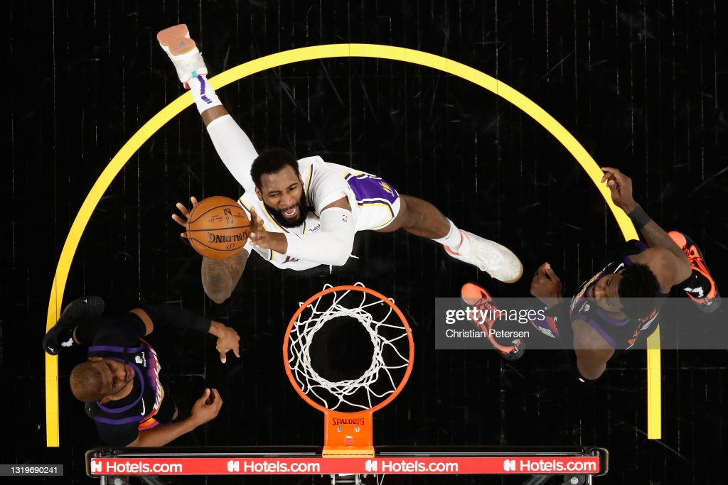 Los Angeles Lakers v Phoenix Suns - Game One : News Photo