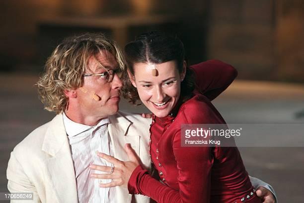 Andre Eisermann Und Annett Renneberg Bei Der Fotoprobe Zu 'Siegfrieds Frauen' Bei Den NibelungenFestspielen Am Dom In Worms
