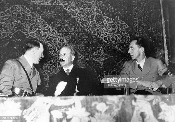 Andre FrancoisPoncetAndre FrancoisPoncetJoseph GoebbelsAdolf Hitler Politiker NSDAP D im Gespräch mit dem französischen Botschafter Andre...