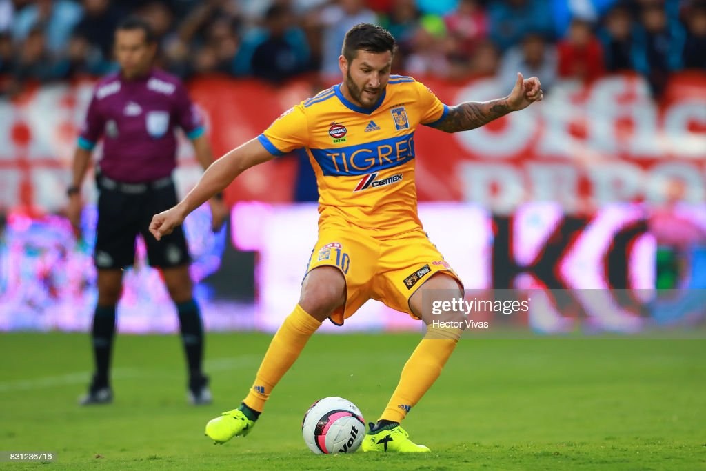 Andre Gignac of Tigres scores a penalty shot during the 4th round match between Pachuca and Tigres UANL as part of the Torneo Apertura 2017 Liga MX at Hidalgo Stadium on August 12, 2017 in Pachuca, Mexico.