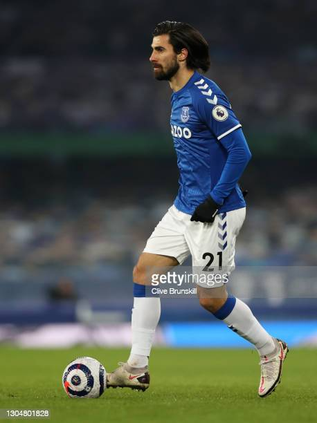 Andre Gomes of Everton controls the ball during the Premier League match between Everton and Southampton at Goodison Park on March 01, 2021 in...