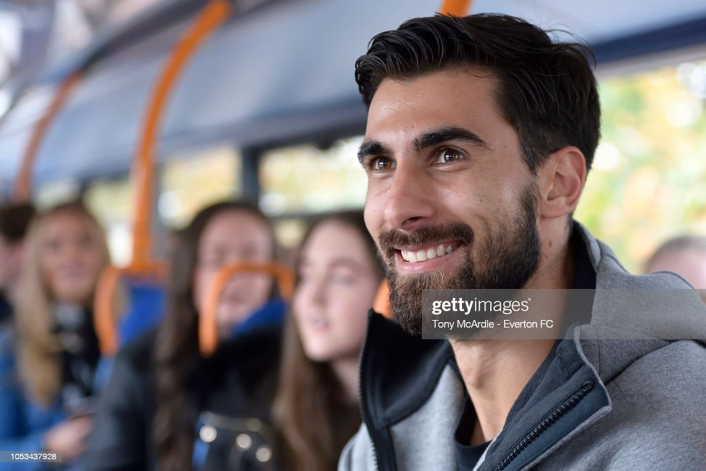 Andre Gomes Of Everton Surprises A Young Everton Fan : News Photo