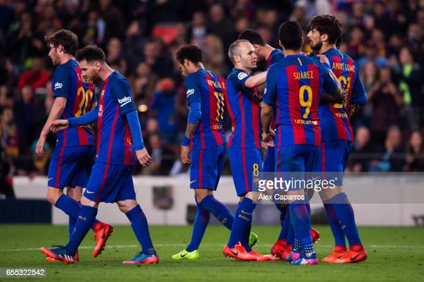 Andre Gomes of FC Barcelona celebrates with his teammates Sergi Roberto Lionel Messi Neymar Santos Jr Andres Iniesta and Luis Suarez during the La...