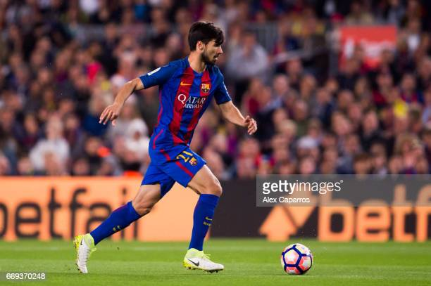 Andre Gomes of FC Barcelona conducts the ball during the La Liga match between FC Barcelona and Real Sociedad de Futbol at Camp Nou stadium on April...