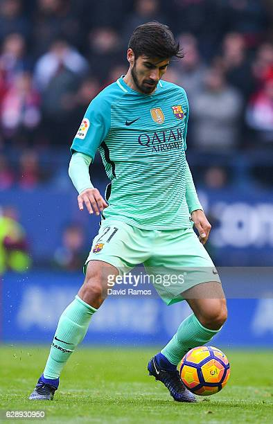 Andre Gomes of FC Barcelona runs with the ball during the La Liga match between CA Osasuna and FC Barcelona at Sadar stadium on December 10 2016 in...
