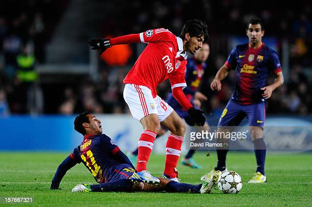 Andre Gomes of SL Benfica duels for the ball with Thiago Alcantara of FC Barcelona during the UEFA Champions League Group G match between FC...