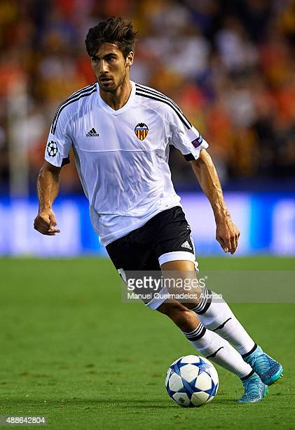 Andre Gomes of Valencia runs with the ball during the UEFA Champions League Group H match between Valencia CF and FC Zenit at the Estadi de Mestalla...