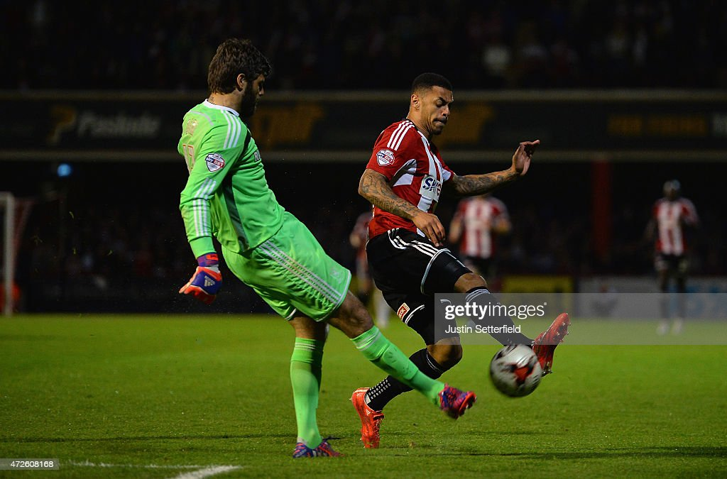 Andre Gray of Brentford wins the ball to score Brentford's first goal during the Sky Bet Championship Playoff Semi-Final between Brentford and Middlesbrough at Griffin Park on May 8, 2015 in Brentford, England.