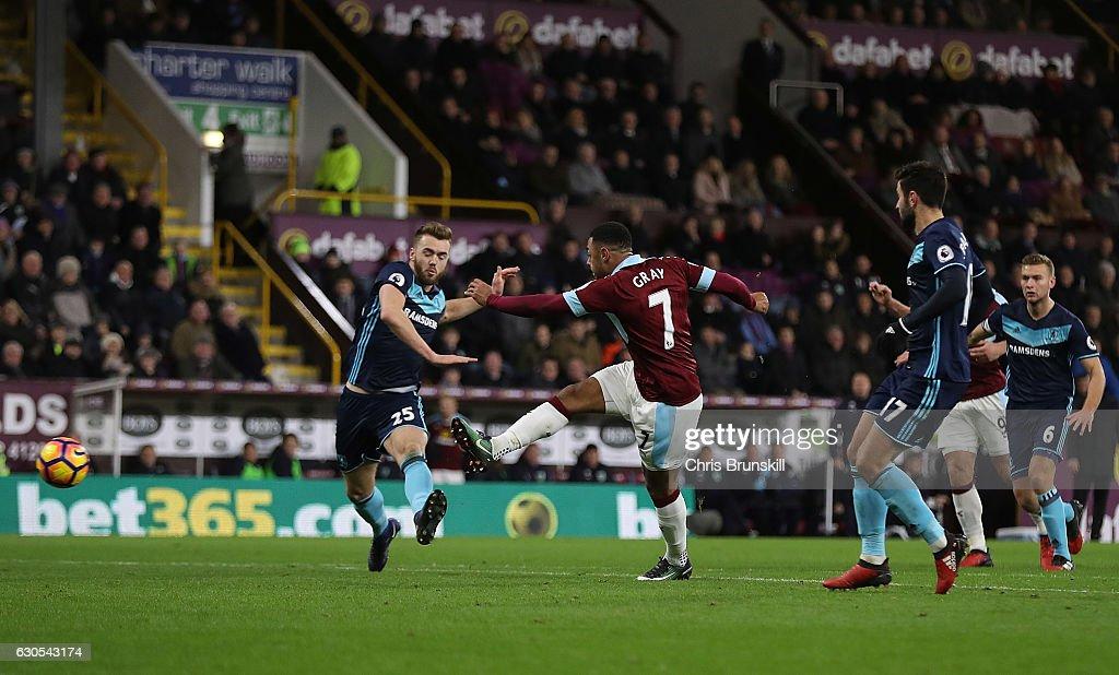 Burnley v Middlesbrough  - Premier League : News Photo