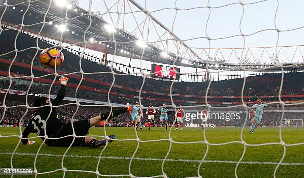 Andre Gray of Burnley converts the penalty to score his side's first goal during the Premier League match between Arsenal and Burnley at the Emirates...