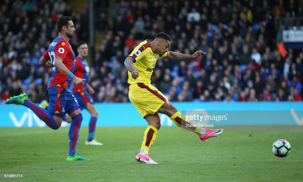 Andre Gray of Burnley scores his team's second goal during the Premier League match between Crystal Palace and Burnley at Selhurst Park on April 29, 2017 in London, England.