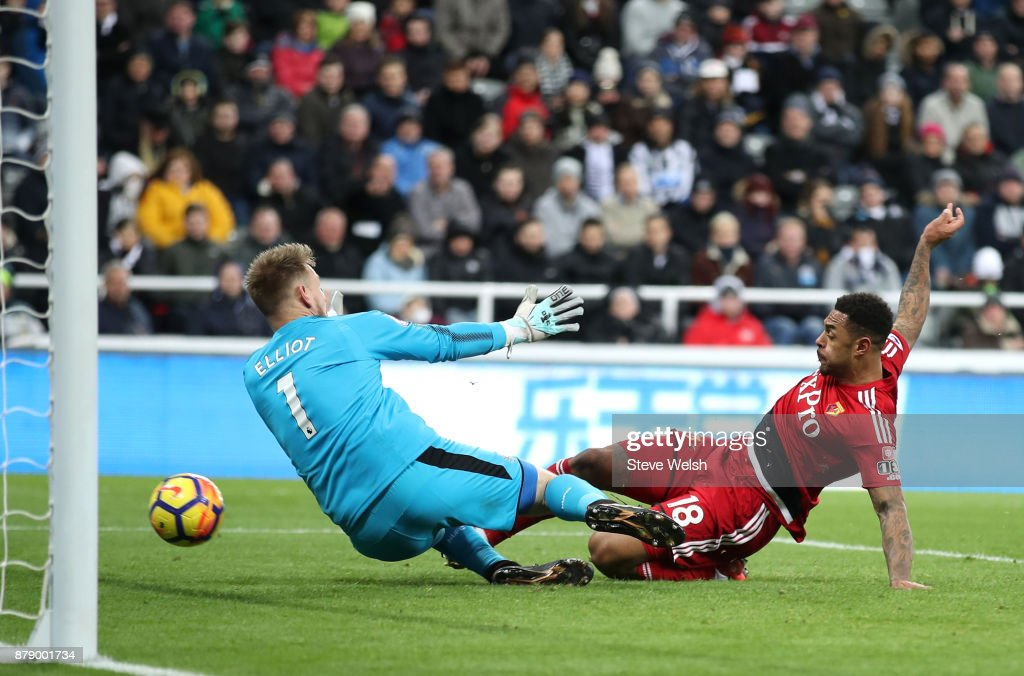 Andre Gray of Watford scores his sides third goal past Robert Elliot of Newcastle United during the Premier League match between Newcastle United and Watford at St. James Park on November 25, 2017 in Newcastle upon Tyne, England.