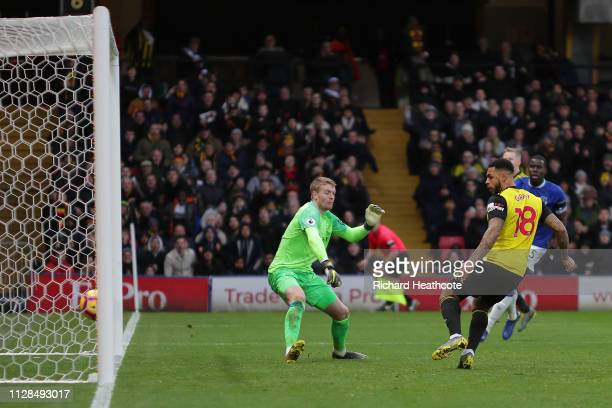 Andre Gray of Watford scores the first goal during the Premier League match between Watford FC and Everton FC at Vicarage Road on February 09 2019 in...