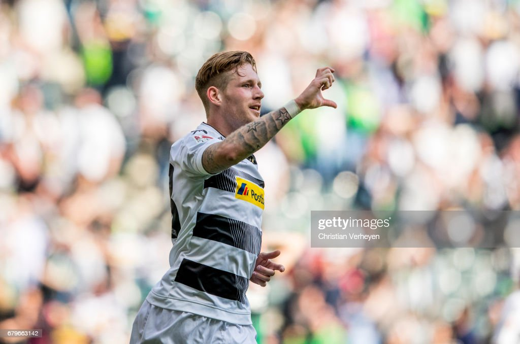Andre Hahn #28 of Borussia Moenchengladbach celebrates after scoring an equaliser (1-1) during the Bundesliga Match between Borussia Moenchengladbach and FC Augsburg at Borussia-Park on May 06, 2017 in Moenchengladbach, Germany.