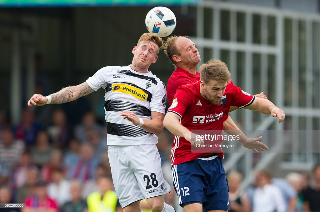 Andre Hahn of Borussia Moenchengladbach, Meikel Klee and Nico Mau of SV Drochtersen/Assel battle for the ball during the DFB Cup match between SV Drochtersen/Assel and Borussia Moenchengladbach at Kehdinger Stadion on August 20, 2016 in Drochtersen, Germany.