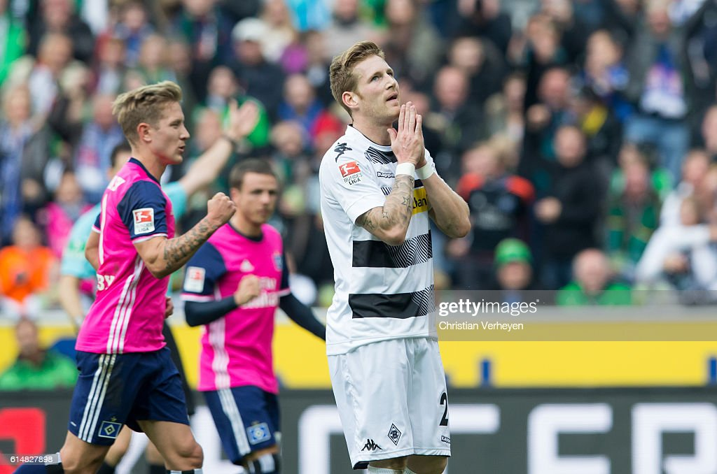 Andre Hahn of Borussia Moenchengladbach reacts after he miss a penalty during the Bundesliga match between Borussia Moenchengladbach and Hamburger SV at Borussia-Park on October 15, 2016 in Moenchengladbach, Germany.