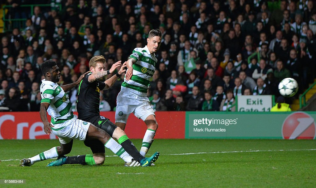 Andre Hahn of Borussia Moenchengladbach scores his team's second goal of the game during the UEFA Champions League group C match between Celtic FC and VfL Borussia Moenchengladbach at Celtic Park on October 19, 2016 in Glasgow, Scotland.
