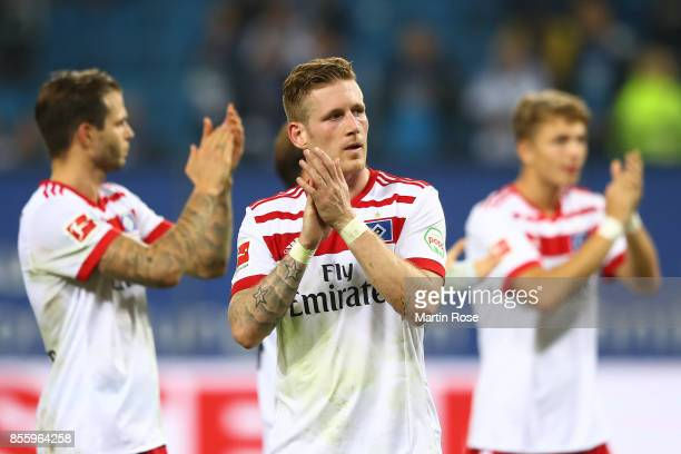 Andre Hahn of Hamburg applauds the fans after the Bundesliga match between Hamburger SV and SV Werder Bremen at Volksparkstadion on September 30 2017...