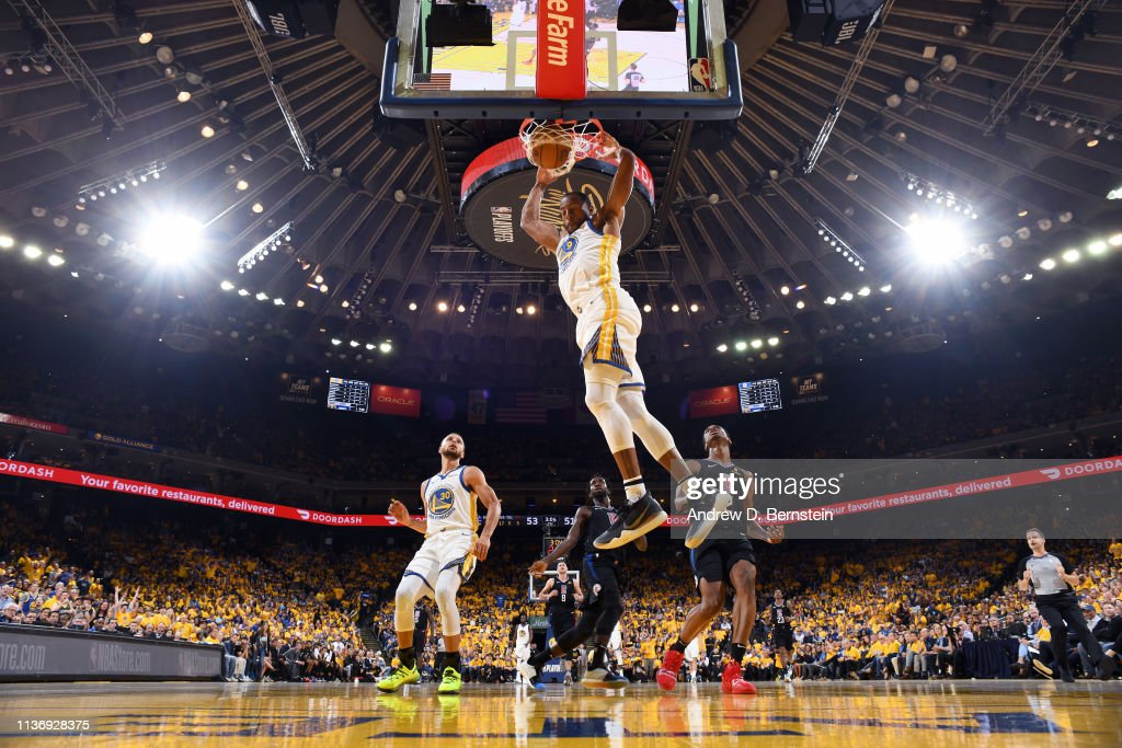 LA Clippers v Golden State Warriors - Game One : News Photo