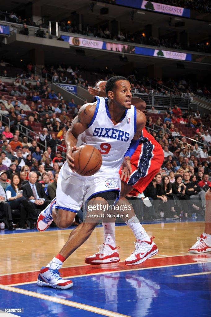 New Jersey Nets v Philadelphia 76ers : News Photo