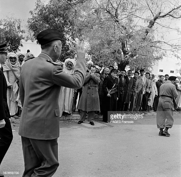 Andre Louis Dubois En decembre 1955 le haut fonctionnaire et préfet de Police de la seine Andre Louis DUBOIS en tournée au Maroc Ici vu de dos...