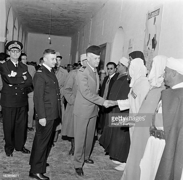 Andre Louis Dubois En decembre 1955 le haut fonctionnaire et préfet de Police de la seine Andre Louis DUBOIS en tournée au Maroc Ici saluant des...