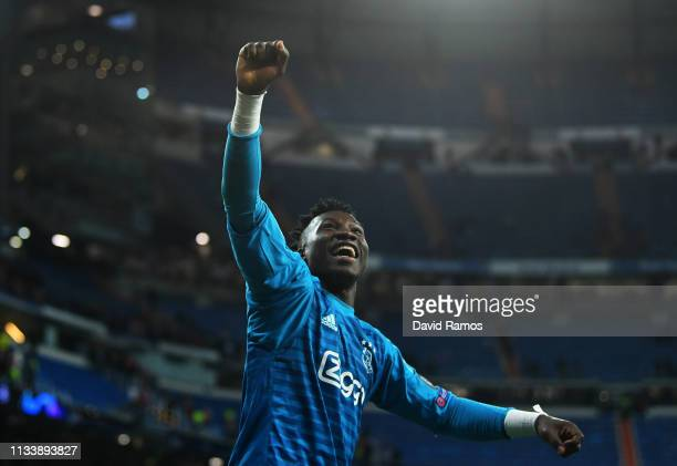 Andre Onana of Ajax celebrates victory after the UEFA Champions League Round of 16 Second Leg match between Real Madrid and Ajax at Bernabeu on March...