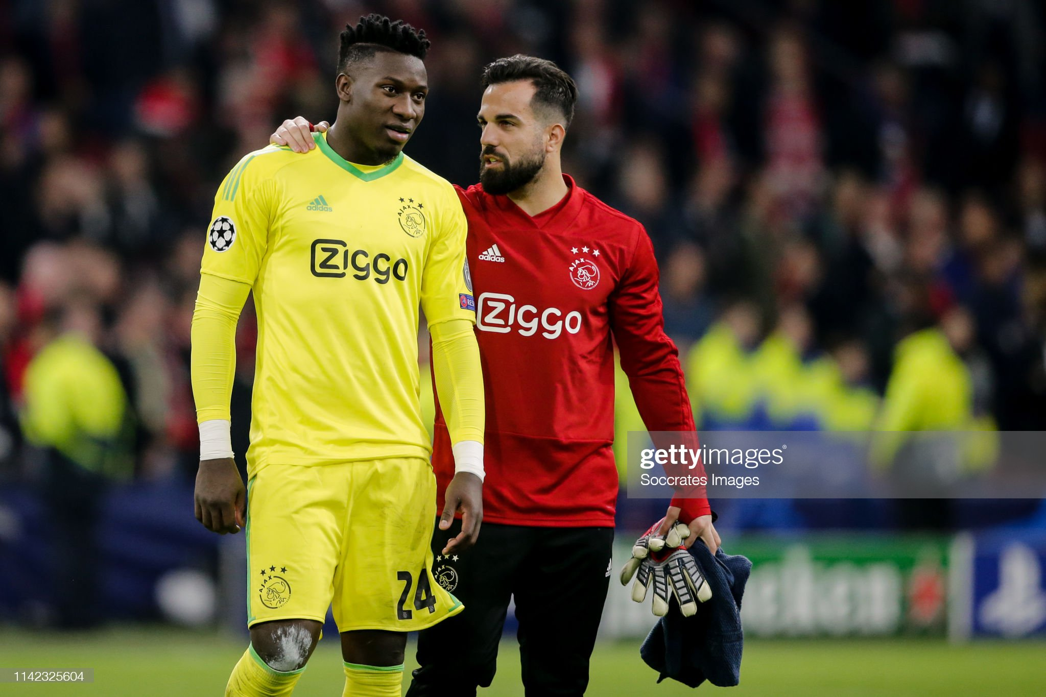 ¿Cuánto mide Kostas Lamprou? - Real height Andre-onana-of-ajax-kostas-lamprou-of-ajax-during-the-uefa-champions-picture-id1142325604?s=2048x2048