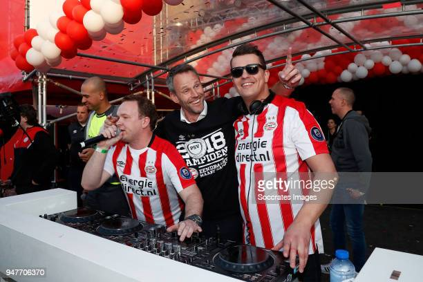 Andre Ooijer of PSV celebrates the championship with trophy at Stadhuisplein Eindhoven during the PSV Championship celebration at the City hall on...