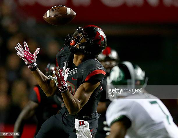 Andre Patton of the Rutgers Scarlet Knights bobbles the ball but makes the catch in the second quarter against the Michigan State Spartans on October...