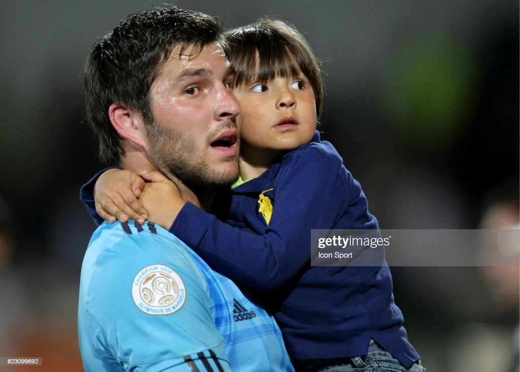 Andre Pierre Gignac Et Sa Fillle : News Photo