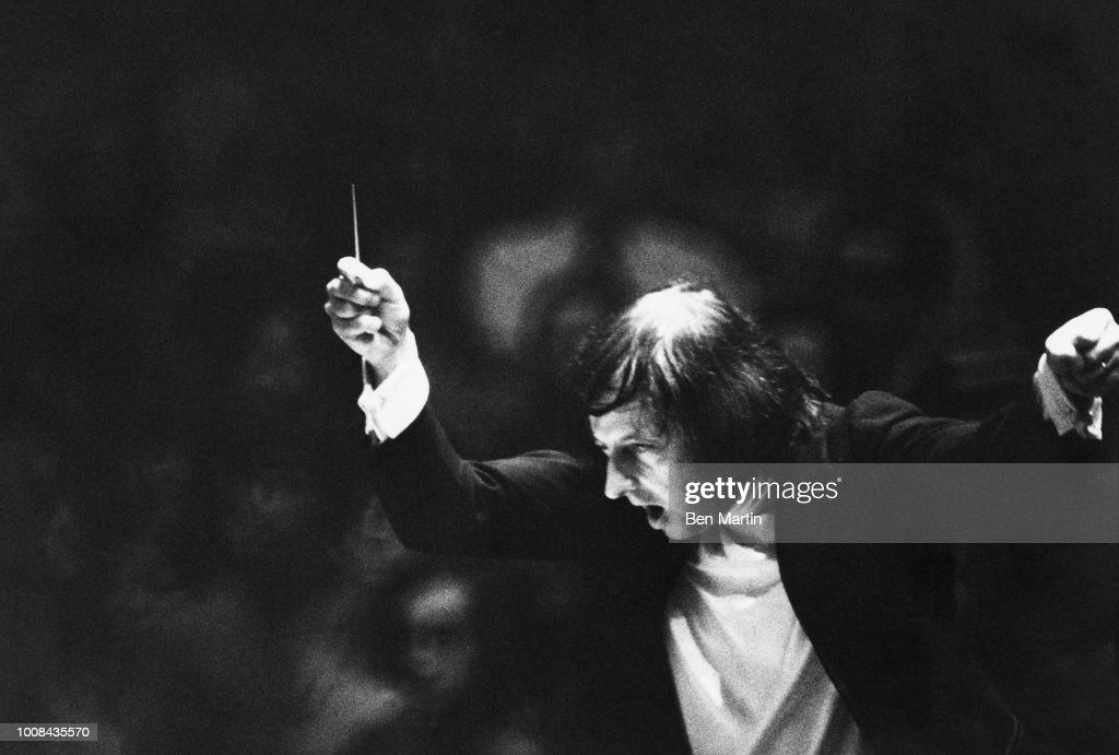 Andre Previn The Good Company conducting in performance 1974 : News Photo
