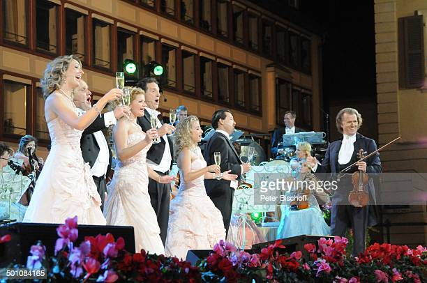 Andre Rieu die 3 'Platin Tenöre' Sängerinnen Mitglieder vom 'Johann Strauß'Orchester ZDFMusikshow 'Ich habe mein Herz an Heidelberg verloren' beim...
