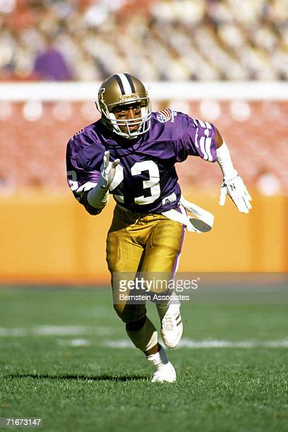 0285f705d Andre Riley of the Washington Huskies runs the ball against the Florida  Gators during the 1989