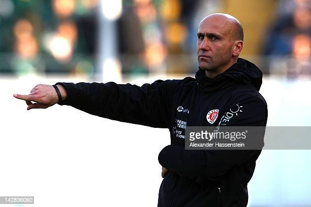 Andre Schubert, head coach of Hamburg reacts during the Second Bundesliga match between Greuther Fuerth and FC St. Pauli at Trolli-Arena on April 13,...