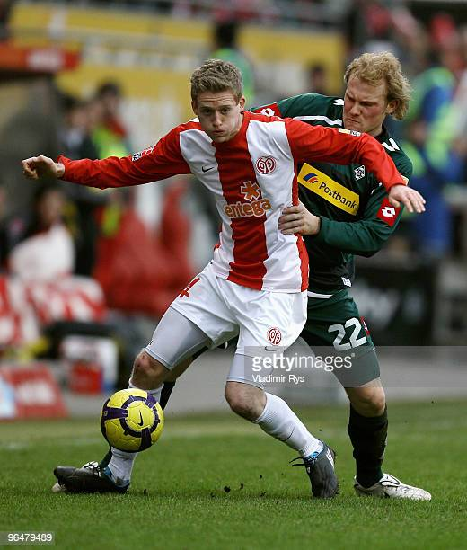 Andre Schuerrle of Mainz and Tobias Levels of Moenchengladbach battle for the ball during the Bundesliga match between FSV Mainz 05 and Borussia...