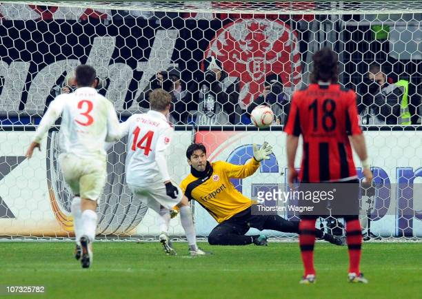 Andre Schuerrle of Mainz convertes the penalty during the Bundesliga match between Eintracht Frankfurt and FSV Mainz 05 at Commerzbank Arena on...