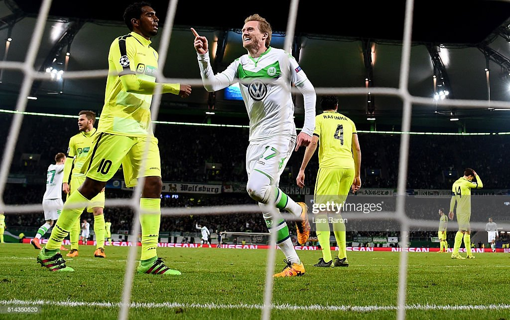 VfL Wolfsburg v KAA Gent - UEFA Champions League Round of 16: Second Leg : Fotografia de notícias