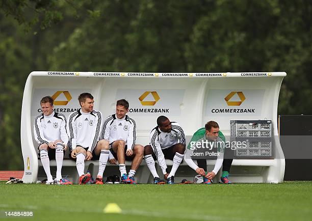 Andre Schuerrle Per Mertesacker Benedikt Hoewedes Cacau and MarcAndre ter Stegen are seen during a Germany training session at Stadium Tourettes on...