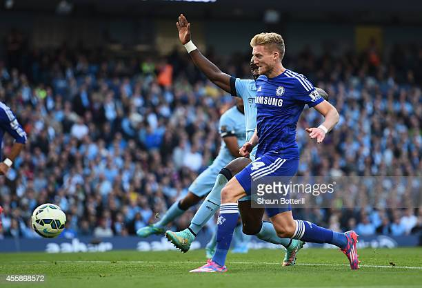Andre Schurrle of Chelsea scores the first goal during the Barclays Premier League match between Manchester City and Chelsea at the Etihad Stadium on...
