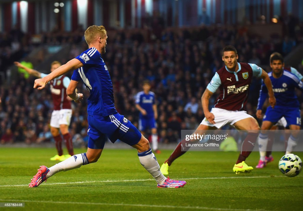 Andre Schurrle of Chelsea scores their second goal during the Barclays Premier League match between Burnley and Chelsea at Turf Moor on August 18, 2014 in Burnley, England.