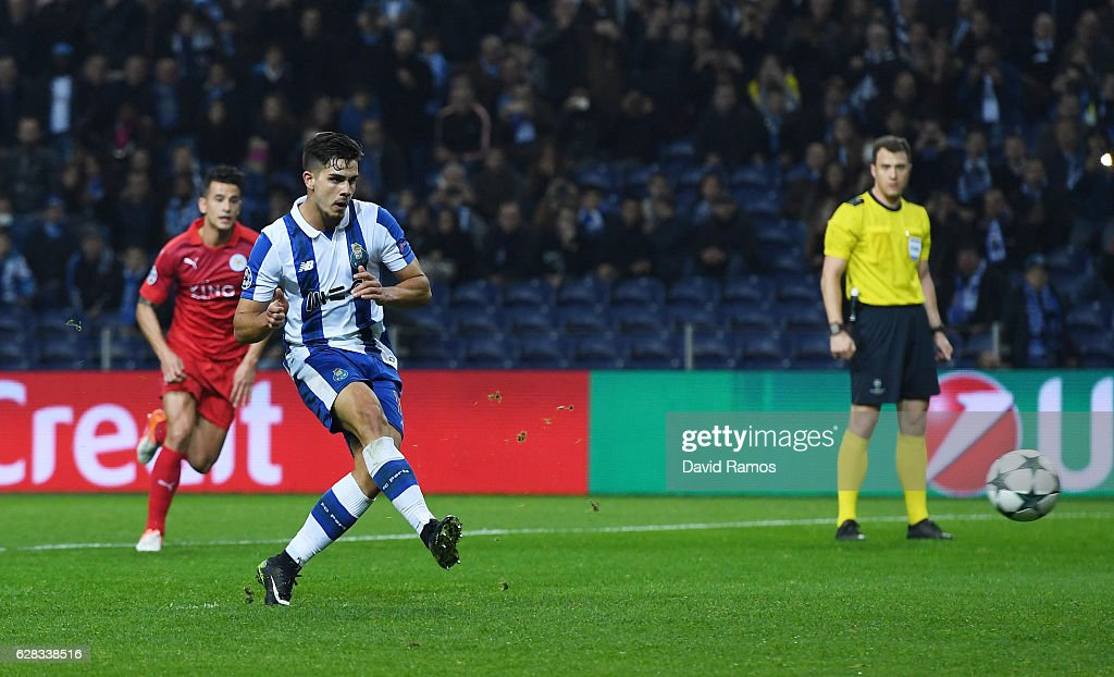 Andre Silva of FC Porto scores his sides fourth goal from the penalty spot during the UEFA Champions League Group G match between FC Porto and Leicester City FC at Estadio do Dragao on December 7, 2016 in Porto, Porto.
