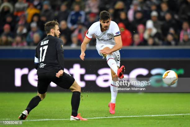 Andre Silva of Frankfurt shoots during the UEFA Europa League round of 32 second leg match between RB Salzburg and Eintracht Frankfurt at Red Bull...