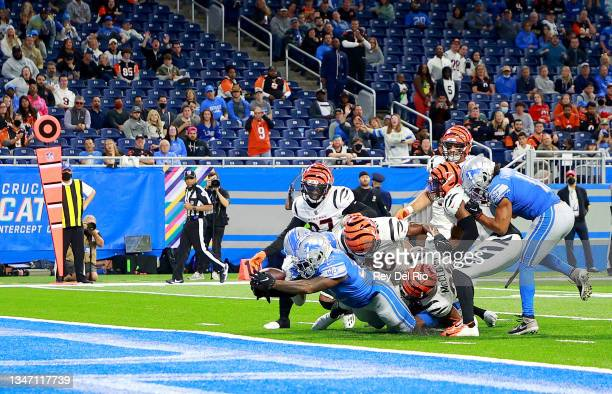 Andre Swift of the Detroit Lions scores a one yard touchdown against the Cincinnati Bengals during the fourth quarter at Ford Field on October 17,...