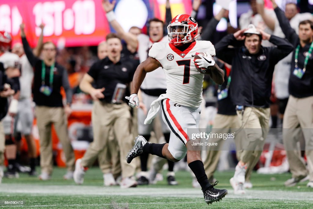 D'Andre Swift #7 of the Georgia Bulldogs breaks away for a long touchdown run during the second half against the Auburn Tigers in the SEC Championship at Mercedes-Benz Stadium on December 2, 2017 in Atlanta, Georgia.