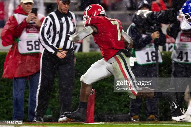 Andre Swift of the Georgia Bulldogs rushes for a thirtynine yard touchdown in front of defender Brandin Echols of the Kentucky Wildcats during the...