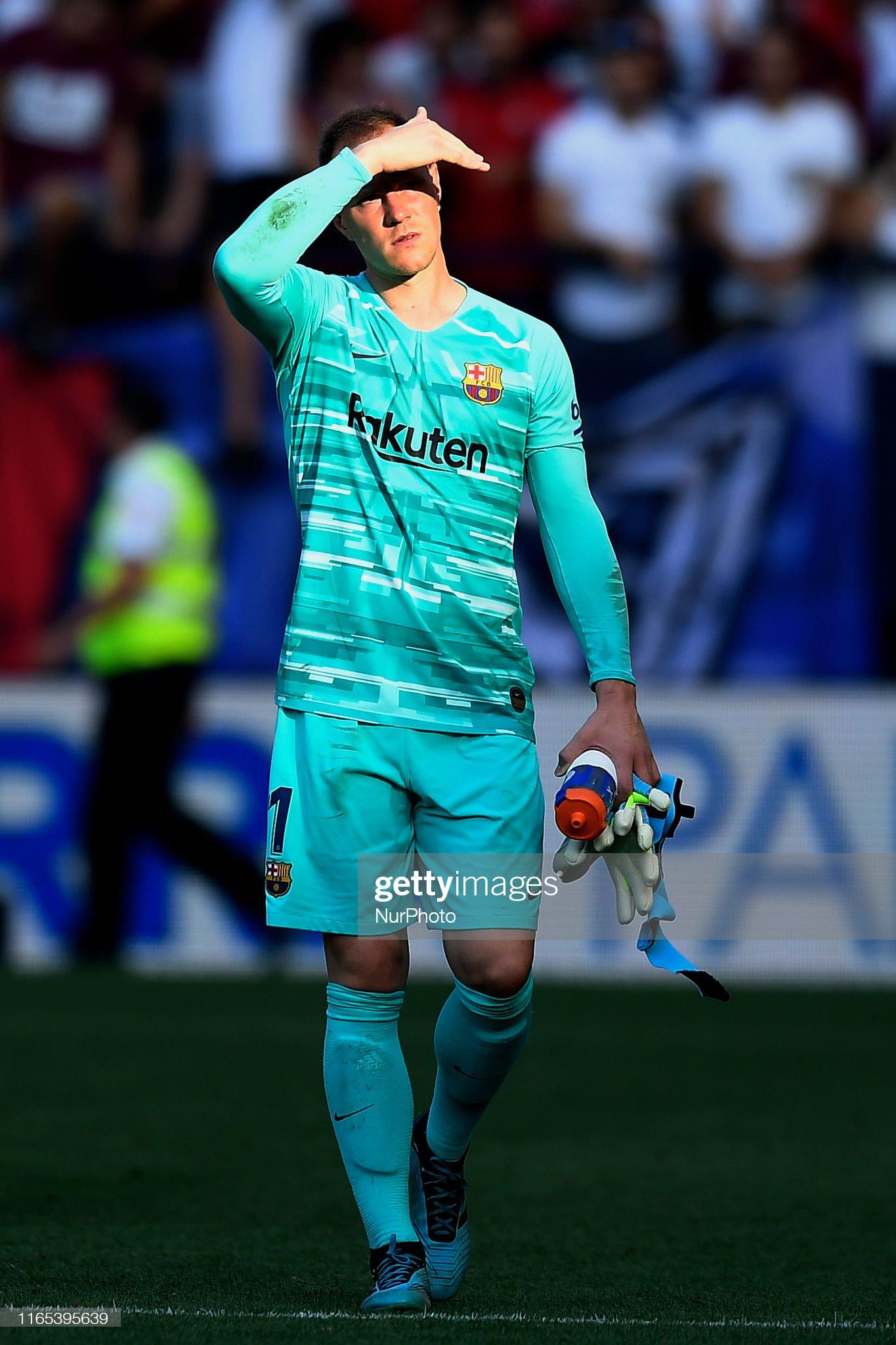 صور مباراة : أوساسونا - برشلونة 2-2 ( 31-08-2019 )  Andre-ter-stegen-of-barcelona-looks-on-during-the-liga-match-between-picture-id1165395639?s=2048x2048