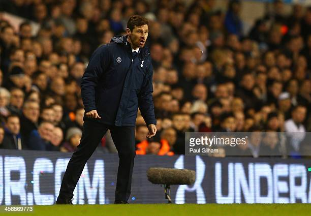 Andre VillasBoas manager of Tottenham Hotspur gives instructions during the Barclays Premier League match between Tottenham Hotspur and Liverpool at...