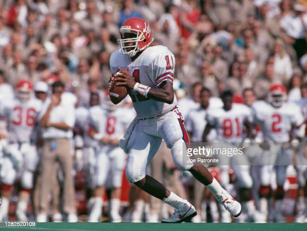 Andre Ware, Quarterback for the University of Houston Cougars during the NCAA Southwest Conference college football game against the Texas Christian...