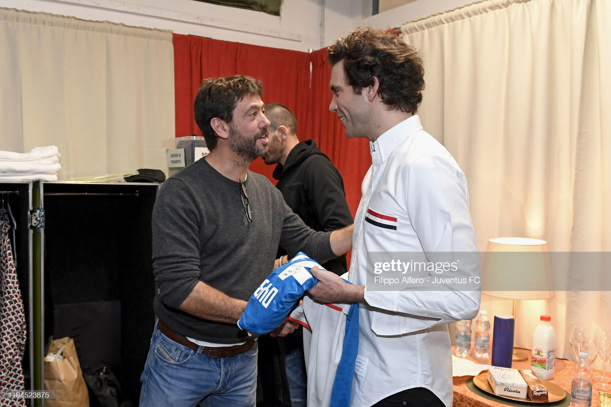 andrea-agnelli-greets-mika-during-the-me